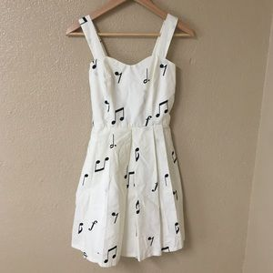 White dress white Embroidered musical notes 🎶